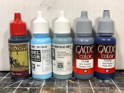 Paints used for the headlights and tank commander.