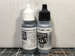 Paints used to drybrush the tracks and also the metal parts on the tools.
